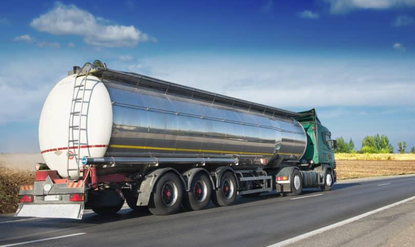 Tankwagen liefert Flüssiggas zu Verbrauchern