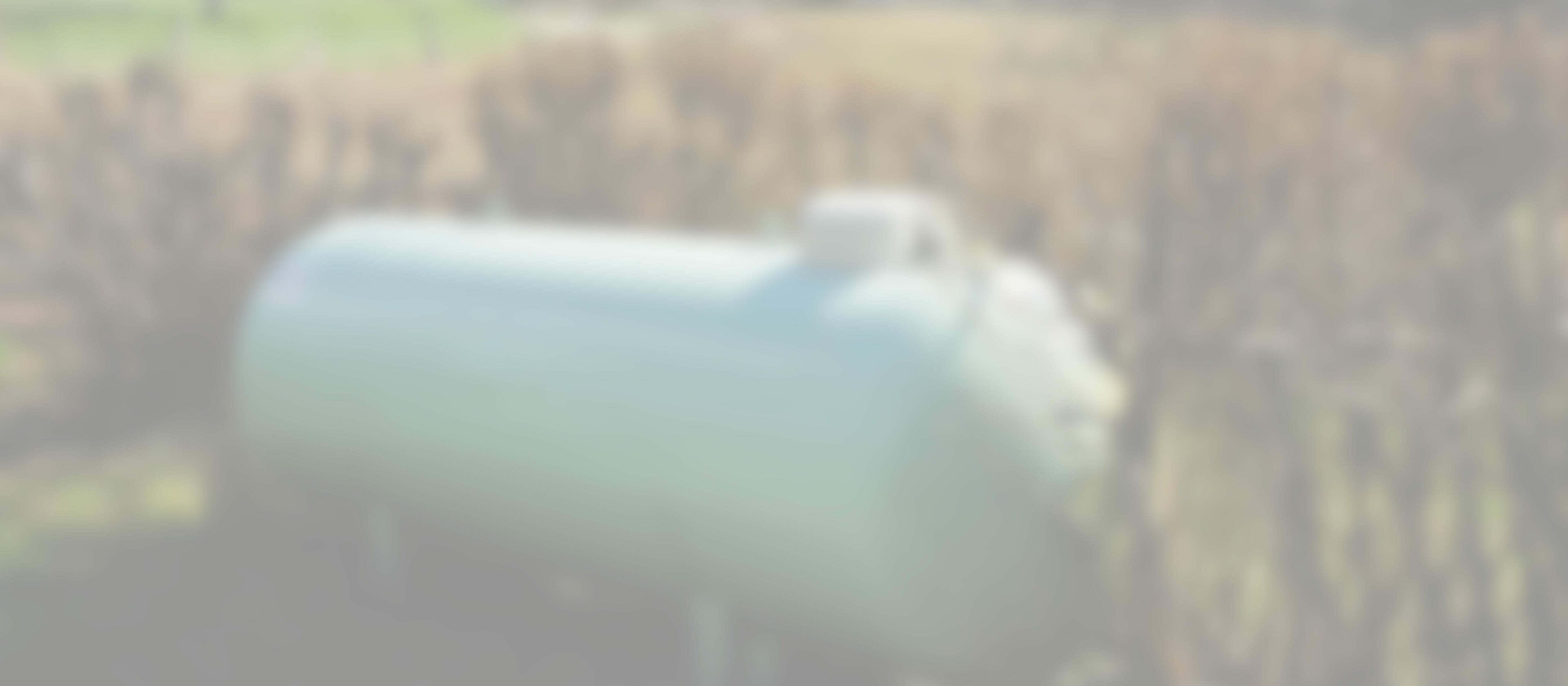 Oberirdischer Flüssiggastank in grün