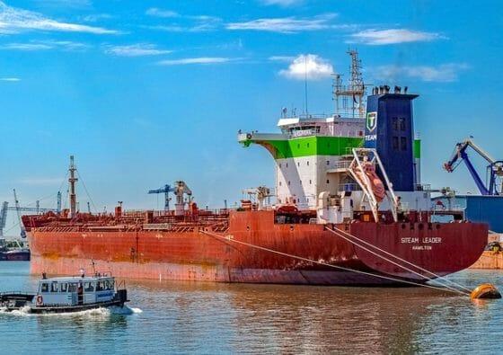 Schiff transportiert LNG (Flüssigerdgas)