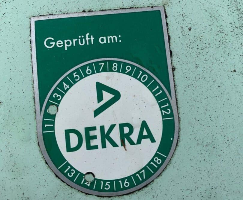 TÜV-Plakette 10 Jährige Innere Prüfung von Dekra auf Flüssiggastank