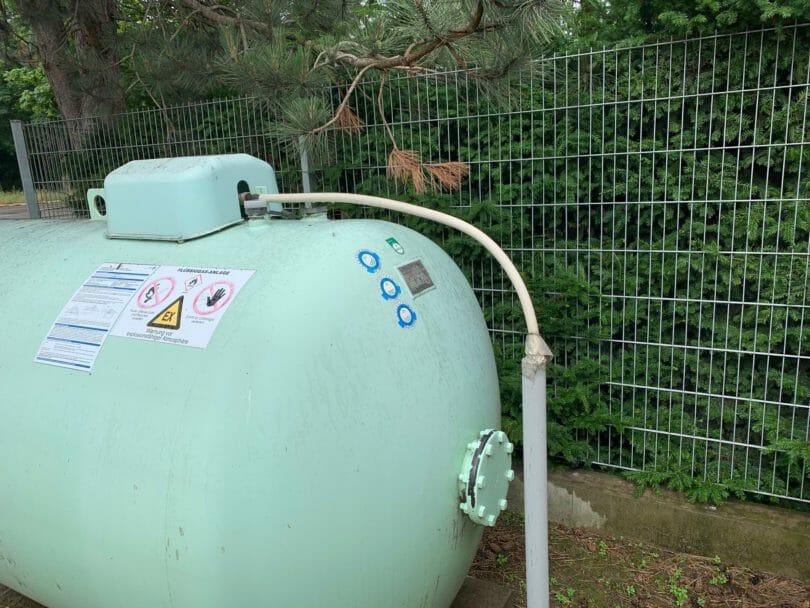 Oberirdischer Flüssiggastank 4850 Liter im Garten