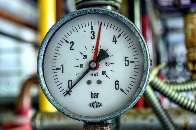 Manometer zur Rohrleitungsprüfung an einer Flüssiggasanlage