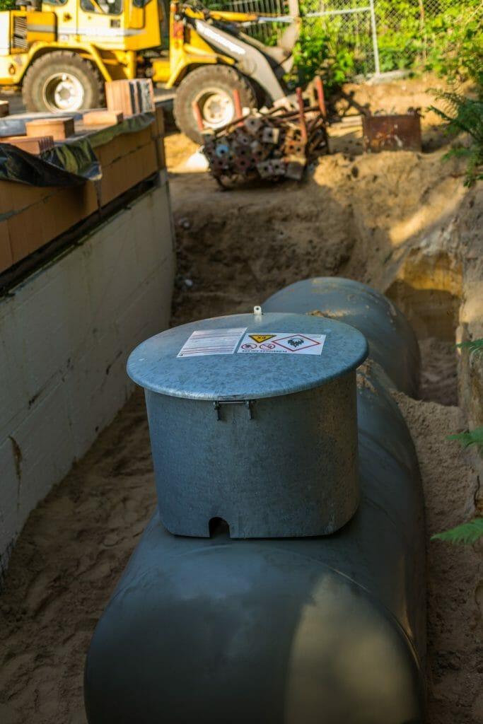 Flüssiggastank unterirdisch in Grube